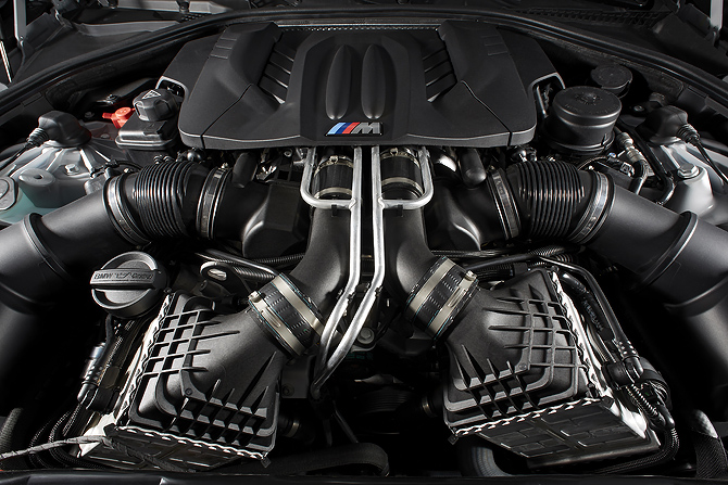 BMW M6 V8 Engine