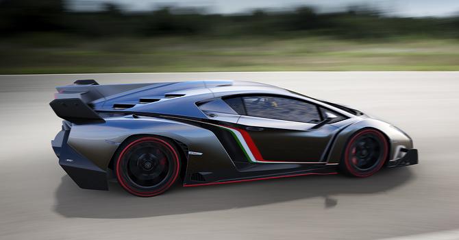 Lamborghini Veneno at speed